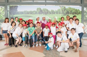 Some_24_children_were_given_the_rare_opportunity_to_meet_one_of_the_world's_top_women_golfers,_Feng_Shan_Shan,_up_close_and_personal_today