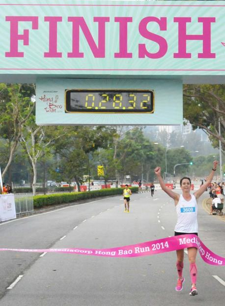 Suzy_Walsham_was_the_first_female_to_cross_the_finishing_line_at_the_MediaCorp_Hong_Bao_Run